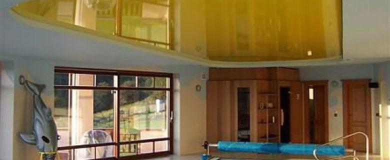Натяжной потолок в басейне