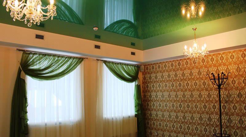 натяжной потолок в ресторане фото