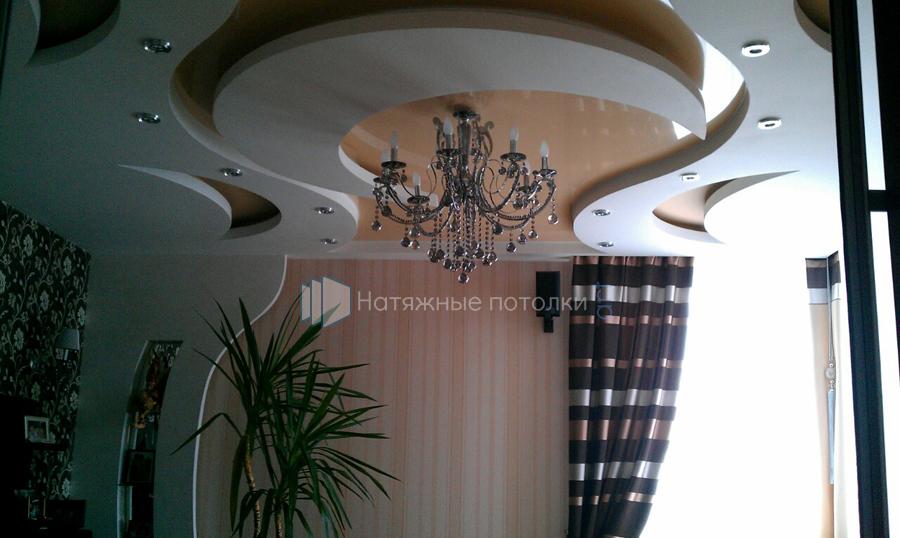 натяжной потолок в спальне фото
